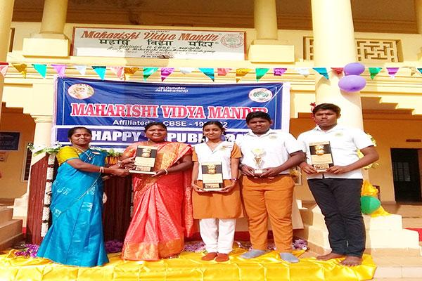 Students of  Maharishi Vidya Mandir, Thanjavur bagged various awards for designing FUTURE AGRO TECH FARM VEHICLE - for future Farmers of BHARATH BHOOMI.